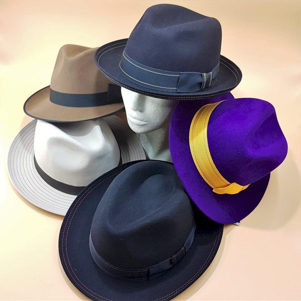 Fedora hat dofferent color